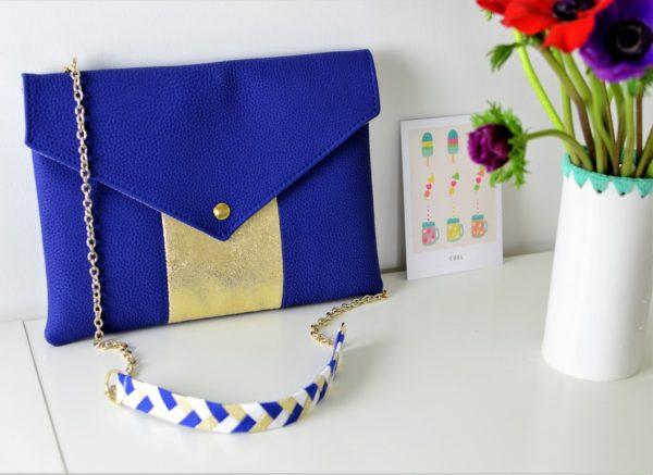 Collaboration  A.M.A.N.D x Alma : Pochette La Grandiose Bleu roi avec sa anse tressée bleu