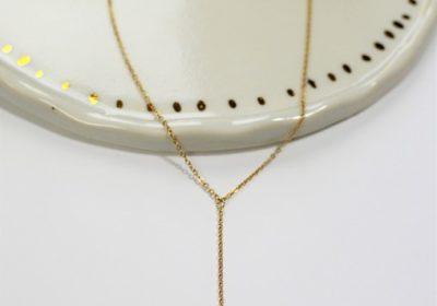Collier à médaille pendante doré à l'or 18 carats