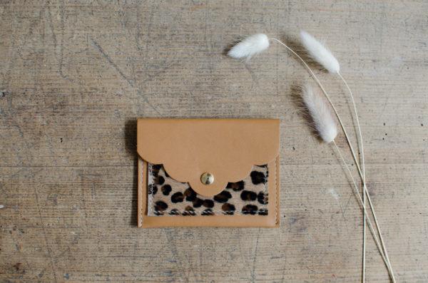 pochette petale atelier amand camel leo